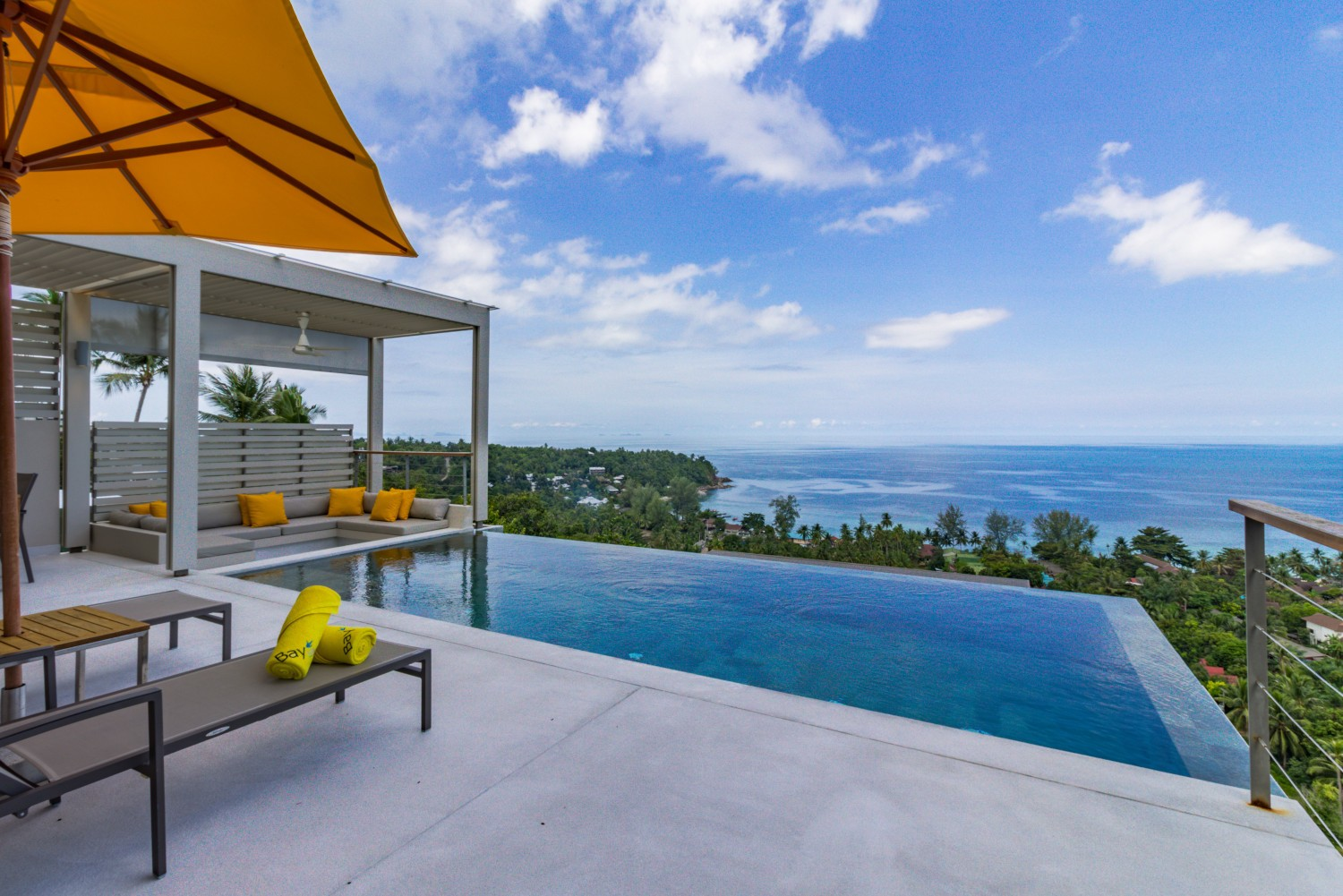 Pool villa overlooking the bay